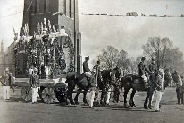 97a - Our Heroes Day procession, 1917